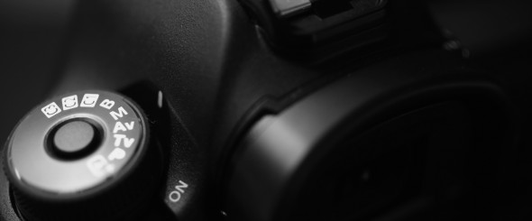 LOCKING MODE DIAL ON THE CANON 5D MARK II PHOTOGRAPHED BY TODD SPOTH